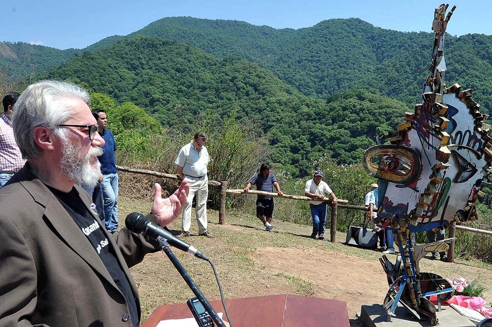 Un homenaje a las turistas del que participó el papá de una de ellas, Jean Michel Bouvier.