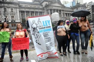 """""""Tetazo"""" frente al Congreso en reclamo de la ley de trabajo sexual"""