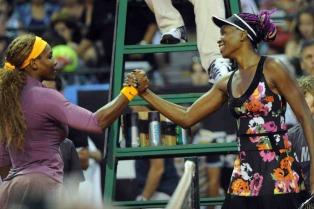 En una exhibición de lujo, Venus Williams le ganó a su hermana Serena