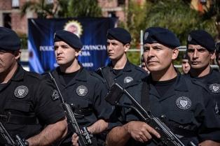 Mediante un protocolo, prohíben a la policía disparar contra autos en movimiento