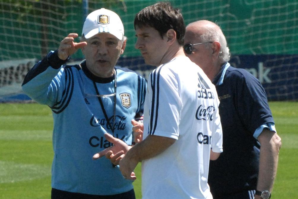 Messi y Sabella en un entrenamiento de la Seleccion.