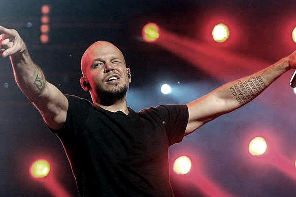 Residente integrante del duo Calle 13 se comunicó con la familia del joven baleado
