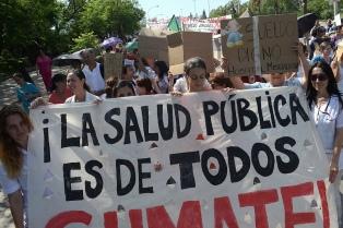 Denuncian despidos y suspensiones de personal de salud en Córdoba
