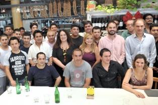 Los trabajadores del restaurante Alé Alé firmaron un acuerdo para quedarse otros seis meses en el local
