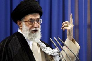 Jamenei acusó de traición a los gobiernos musulmanes que apoyan a EEUU