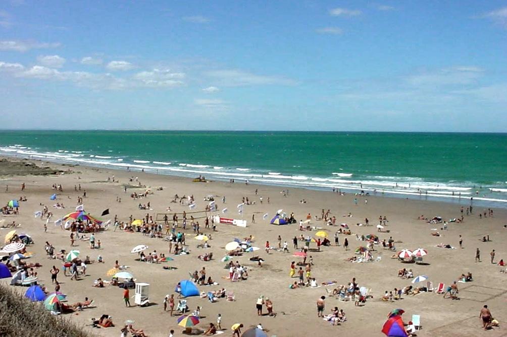 Las Grutas fueron elegidas como las mejores playas de la Argentina y la 33  en Sudamérica - Télam - Agencia Nacional de Noticias
