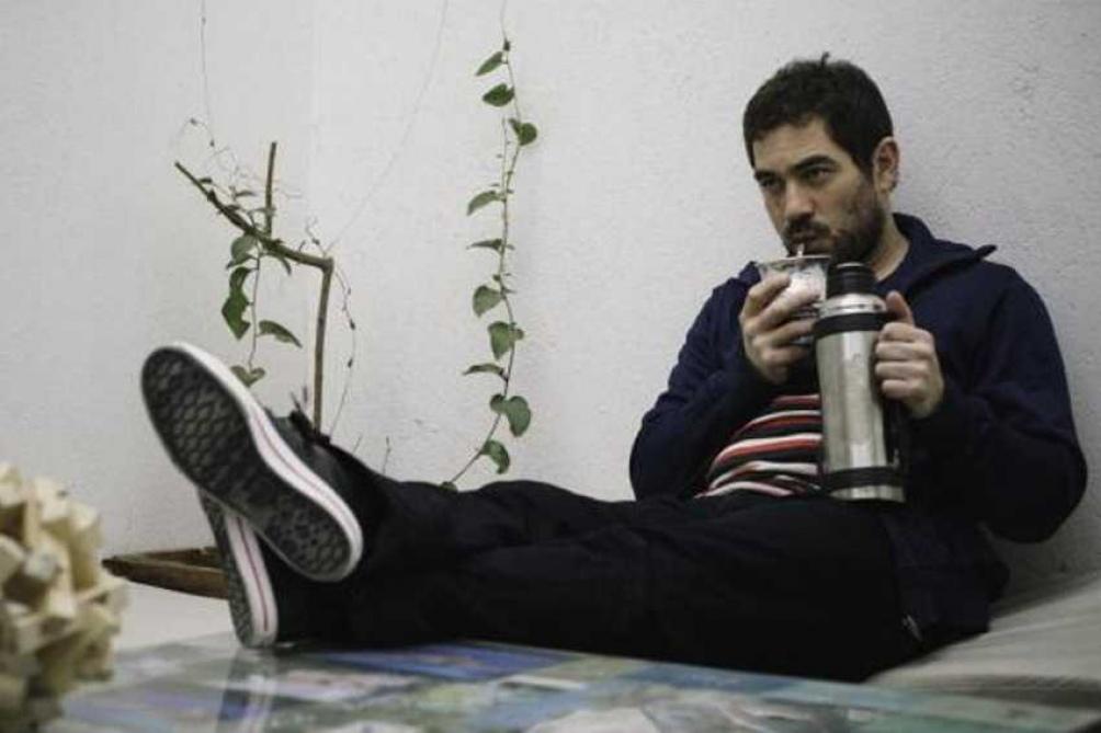 Desde Córdoba, el autor también se desempeña como crítico literario y periodista.