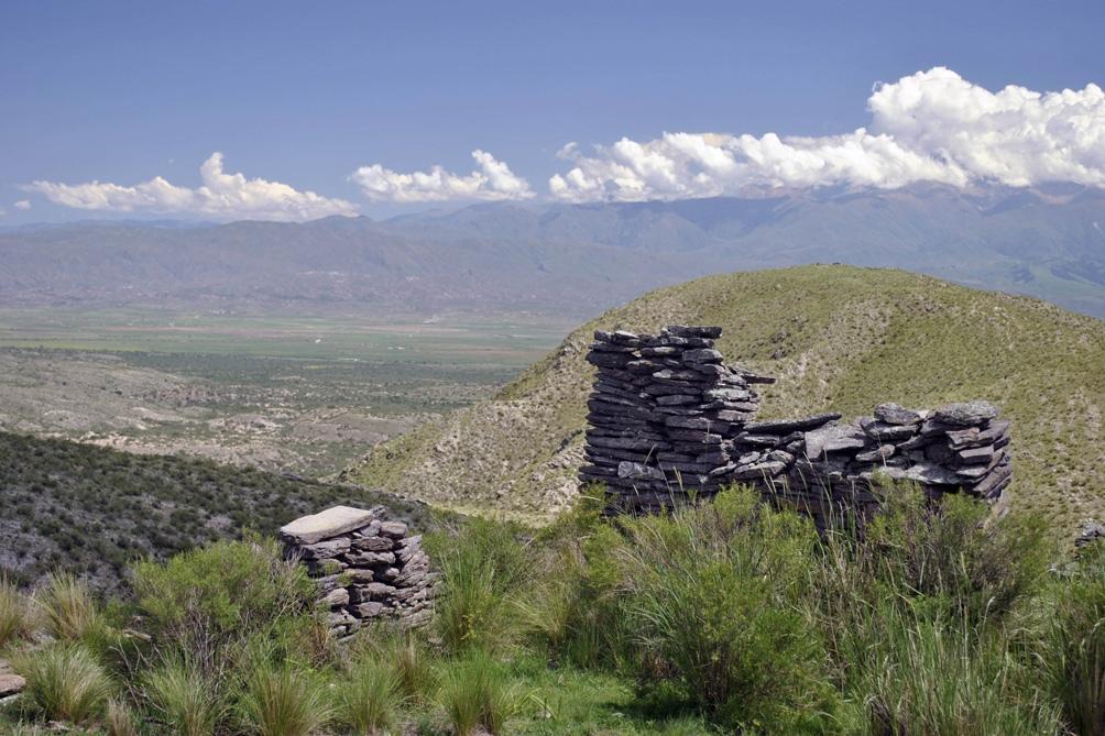 Se conservan vestigios de pueblos originarios, como los diaguitas.