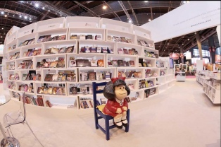 """Balance """"muy positivo"""" para la literatura argentina en el Salón de París"""