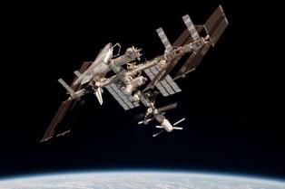 Hallan una bacteria resistente a los antibióticos en la Estación Espacial Internacional