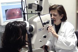 Realizan campaña de detección de cataratas en el hospital Santa Lucía