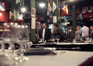 """Trabajadores del restaurante """"Lalo"""" confían en acordar con los dueños del local y frenar el desalojo"""