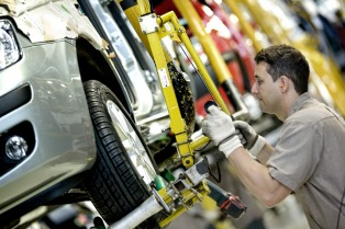 La semana próxima funcionarían automotrices con protocolos y micros para el personal