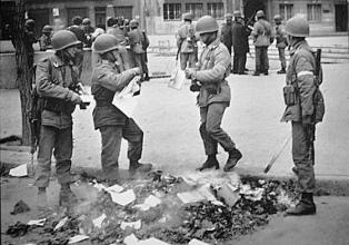 Eudeba reedita libros quemados durante la última dictadura militar