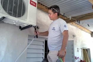 Los aires acondicionados deberán ser instalados por profesionales matriculados