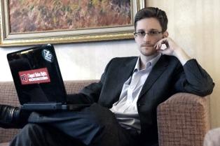 Edward Snowden desmintió los rumores de su asesinato