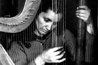 Chile evoca en la feria el centenario del nacimiento de Violeta Parra