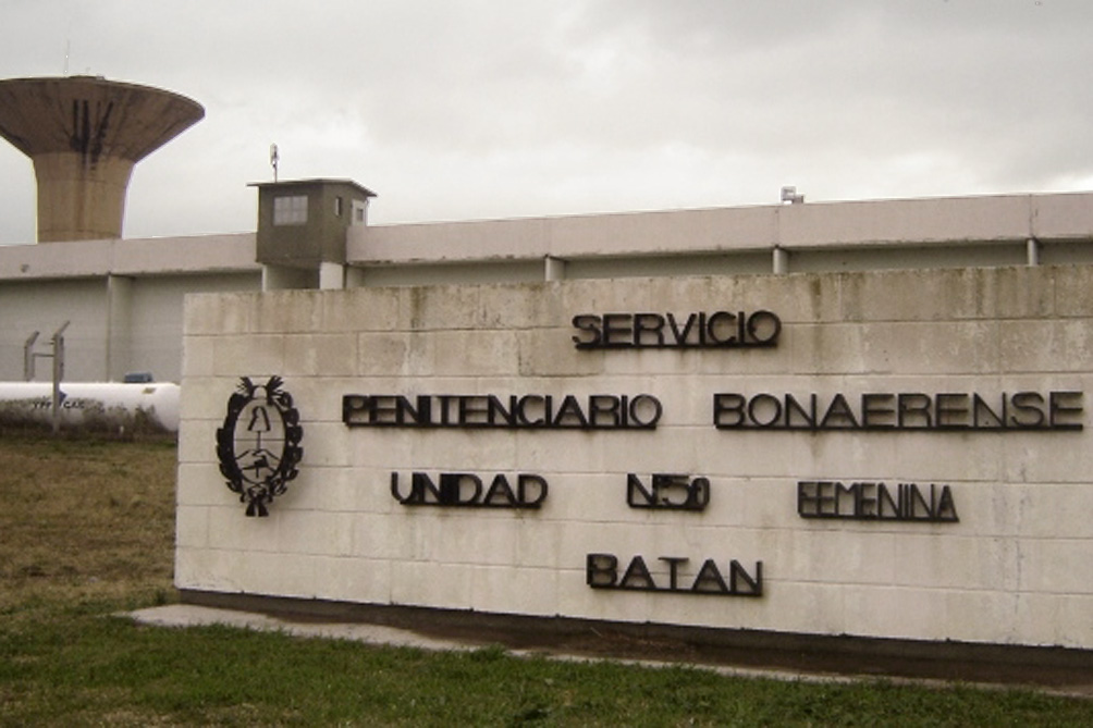 Da positivo en coronavirus un tercer guardiacárcel del complejo penitenciario de Batán