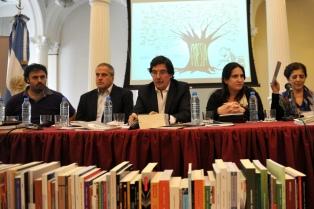 """Lanzan la colección de poesía """"Juan Gelman"""" para escuelas secundarias de todo el país"""