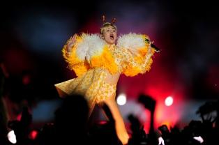 Miley Cyrus celebró con sus fans argentinas una fiesta de egresadas en GEBA