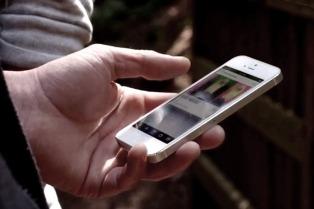 El uso de internet a través del móvil cambió la forma de acceder al conocimiento, según Google