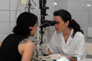 Confirman 10 atenciones diarias por un brote de conjuntivitis