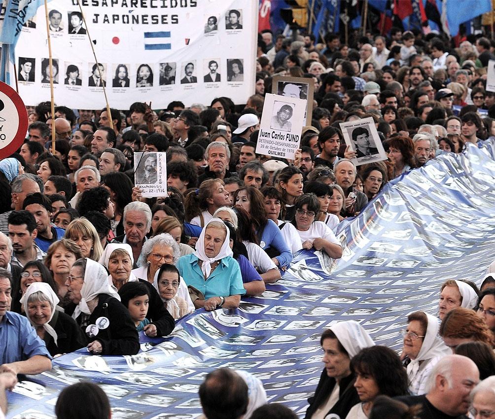 #ArgentinaUnidaTeBusca está dirigido a hombres y mujeres nacidos entre 1975 y 1983, que duden sobre su identidad.