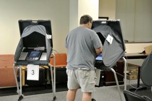 EE.UU. ofrece recompensa por datos sobre eventuales interferencias en las elecciones de noviembre