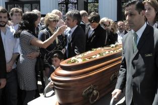 Los restos de Enrique Olivera fueron sepultados en el cementerio de la Recoleta