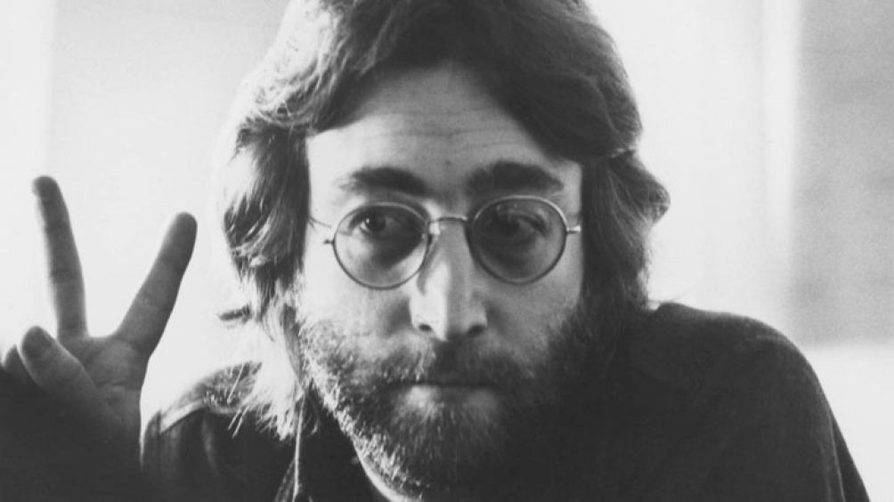 Lennon y un pacifismo que a partir de su carrera solista expresó en vida y obra.