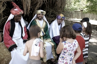 Los Reyes Magos reciben cartitas en el Zoo porteño y mañana reparten regalos a los animales