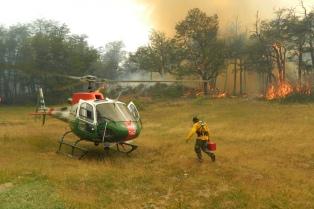 Continúan los esfuerzos de brigadistas para controlar los incendios forestales en Chubut
