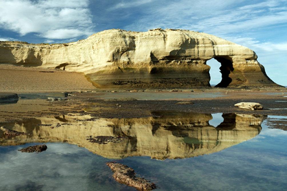 La playa de Monte León es, tal vez, la más hermosa de Santa Cruz.