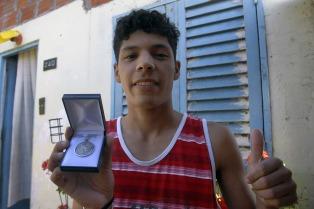 El joven premiado por Cristina está por terminar el secundario pese a un problema de salud