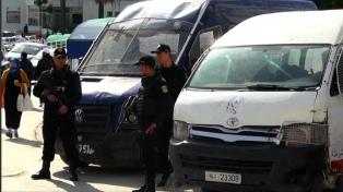 Seis policías heridos en protestas tras la inmolación de un joven periodista