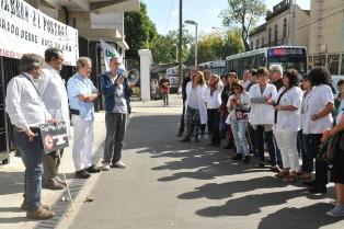 Trabajadores del Borda exigen la apertura de la puerta principal del hospital