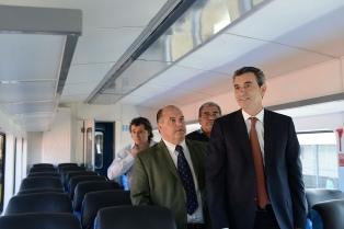 Randazzo presentó el nuevo tren que circulará entre Capilla del Señor y Victoria
