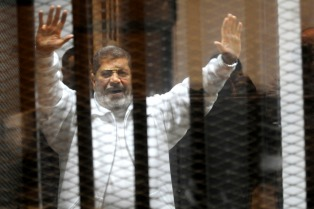 Europa y EEUU cuestionaron la pena de muerte impuesta al presidente egipcio derrocado, Mohamed Mursi