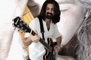 El guitarrista Reichembach junto a la Quantum Orchestra en el teatro Sha