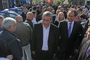 """Scioli destacó """"los valores y el compromiso"""" de la policía local"""