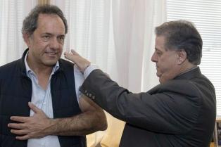 Scioli se aplicó la vacuna antigripal e instó a los bonaerenses a vacunarse y ser responsables para evitar el contagio