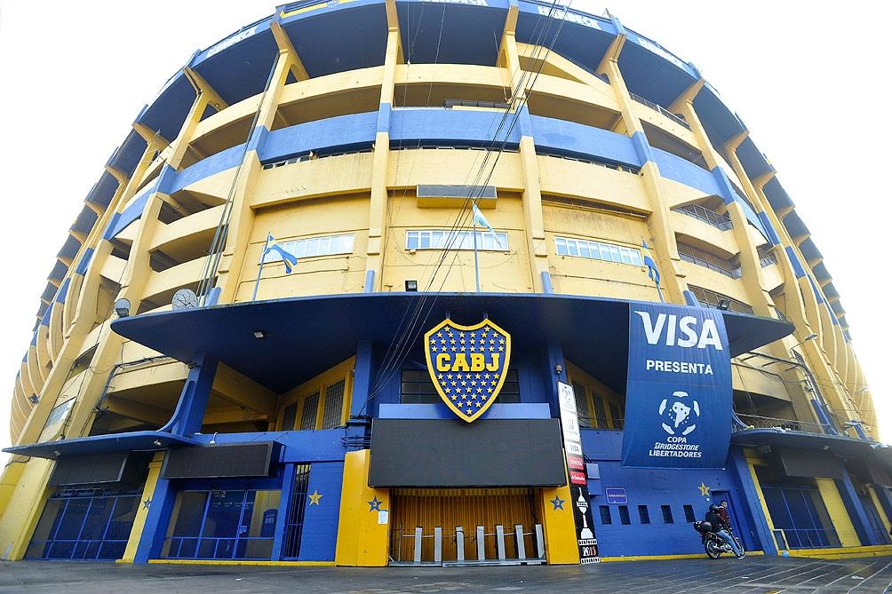 La cuarta razón, también futbolera, es el estadio de Boca Juniors, La Bombonera.