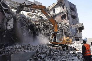 Un edificio que es símbolo de la dictadura de Mubarak comenzó a ser demolido en El Cairo