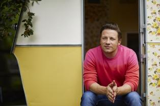 Dos libros para cocinar al ritmo del inglés Jamie Oliver,