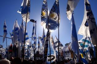 El kirchnerismo hace su marcha desde la Esma y se suma en la plaza