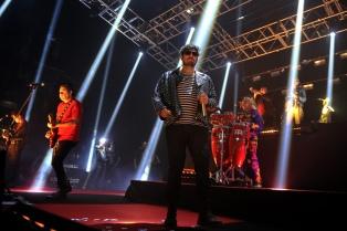 Los Decadentes celebraron sus 28 años haciendo bailar al Luna Park