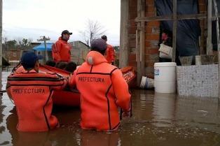 El Gobierno asiste a los damnificados por las inundaciones