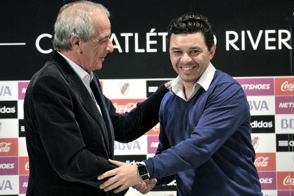 Marcelo Gallardo, cuando hace siete años firmó su contrato como DT de los Millonarios.