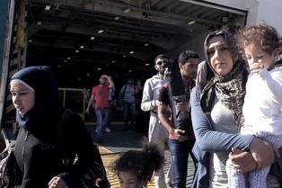 Grecia acusa a Turquía de tumbar la valla fronteriza para facilitar el paso de migrantes