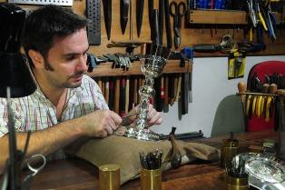 El cáliz que usará Francisco en EEUU lo hizo el argentino Pallarols con elementos de plata donados por fieles